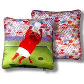 """Подарочная подушка """"Трудный мяч"""" Серия Коты 2011 Цена: 1450 руб."""